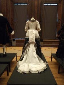 Rear view costumes the Favourite